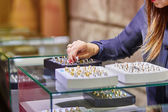 Jeweler helping client to choose wedding ring — Stock Photo