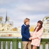 Dating couple near Notre-Dame de Paris — Stockfoto