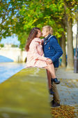 Dating couple in Paris on a nice spring day — Stock Photo