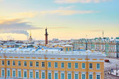 Scenic view of the Palace square in St. Petersburg — Stock Photo