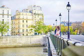 Dating couple on a bridge in Paris — Stock Photo