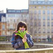 Happy young girl in Paris with tulips — Stock Photo