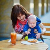 Beautiful young mother with her baby boy — Stock Photo