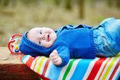 Mese 4 adorabile bambino ragazzo sdraiato sulla schiena — Foto Stock