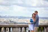 Couple at viewpoint on Montmartre in Paris — Stock Photo