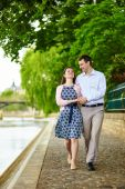 Couple is walking by the water in Paris — Stock Photo