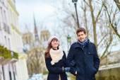 Romantic couple together in Paris — ストック写真