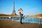 Romantic couple having fun in Paris — Стоковое фото