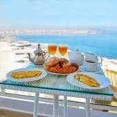 Delicious breakfast with sea view — Stock Photo