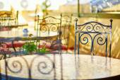 Beautiful and cozy Moroccan restaurant in Fes — Stock Photo