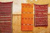 Traditional carpets on Moroccan market — Stock Photo