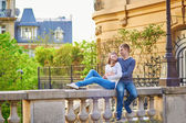 Beautiful romantic couple in Paris — Stock Photo