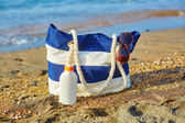Beach bag, sunscreen bottle and sunglasses — Stock Photo