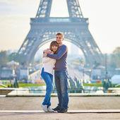 Romantic dating loving couple in Paris — Stock Photo