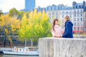 Young dating couple in Paris on a bright fall day — Stock Photo