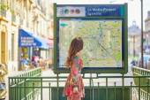 Young Parisian woman near the subway plan — Stock Photo