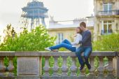 Young loving couple in Paris — Stock Photo