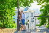 Romantic couple on Montmartre — Stock Photo