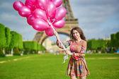 Giovane e bella donna di Parigi — Foto Stock