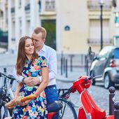 Romantic couple on Montmartre — Stock Photo