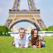Romantic couple in Paris on a summer day — Stock Photo