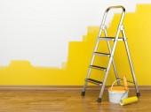 Hem förbättring. Stege, färg kan och paint roller — Stockfoto