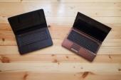 Open laptops on the wooden desk. — Foto Stock