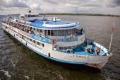 SAMARA, RUSSIA - AUGUST 26, 2013: River cruise ship S. Yulaev ne — Stock Photo