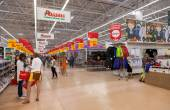 SAMARA, RUSSIA - AUGUST 30, 2014: Auchan Samara Store in shoppin — Stock Photo