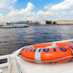 SAINT PETERSBURG, RUSSIA - AUGUST 7, 2014: View of the Neva riv — Stock Photo #53833909