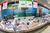 SAMARA, RUSSIA - SEPTEMBER 28, 2014: Raw fish ready for sale in  — Stock Photo
