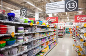 SAMARA, RUSSIA - SEPTEMBER 28, 2014: Aisle view of a hypermarket — Stock Photo