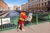 Artist paint Church of the Savior on Spilled Blood in sunny day — Stock Photo
