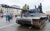 Reconstructed vintage German Tiger tank on the Kuibyshev Square — Stock Photo