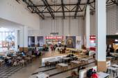 SAMARA, RUSSIA - NOVEMBER 16, 2014: Food court at a shopping cen — ストック写真