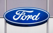 SAMARA, RUSSIA - NOVEMBER 8, 2014: The emblem Ford on the office — Stock Photo