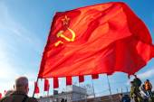 Red flag waving over blue sky background at the Kuibyshev square — Stock Photo