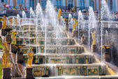 Grand Cascade in Peterhof Palace (Petrodvorets). The Peterhof Palace included in the UNESCO's World Heritage List — Stock Photo