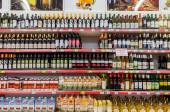Showcase alcoholic beverages at the hypermarket Magnet — Stock Photo