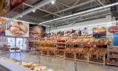 Bakery products ready to sale in the new hypermarket Magnet — Stock Photo