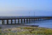 Pier im sonnenuntergang — Stockfoto