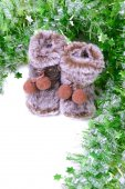 Snow boots with green tinsel — Stock Photo