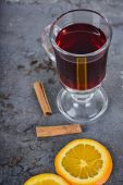 Red mulled wine with spices — Stock Photo