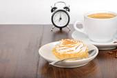 Breakfast time with coffee and cake — Stock Photo