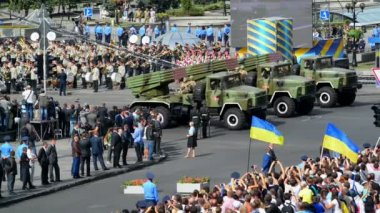 Military vehicles of the armed forces of Ukraine — Stock Video