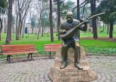 Gulhane Park. Asik Veysel monument - the national poet of Turkey — Stock Photo