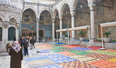 Inner courtyard of the New Mosque (Yeni Cami) Istanbu — Stock Photo