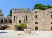 Building in the old town. Rhodes. Greece — Φωτογραφία Αρχείου