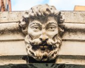 The bas-relief on the bridge over a canal in Venice — Stock Photo