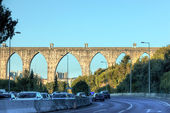 Historic aqueduct in the city of Lisbon built in 18th century, P — Stock Photo